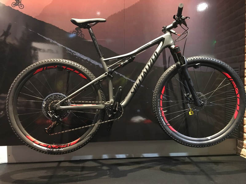 Specialized Epic Expert 2018 in grey and black colours