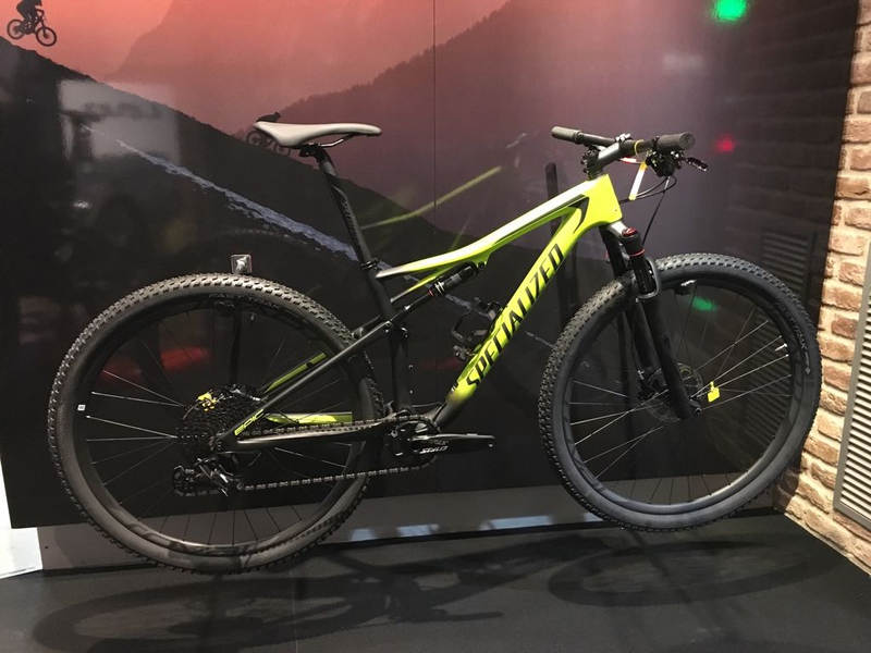 Specialized Epic Expert 2018 en amarillo y negro