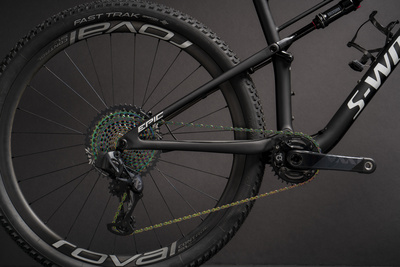 The new SRAM AXS transmission brings the latest technology to the SWorks Epic.